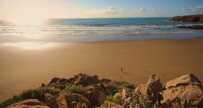 В ноябре в Марокко температура держится в районе +20 градусов, нередки дожди, да и океан уже пригоден для купания далеко не для всех